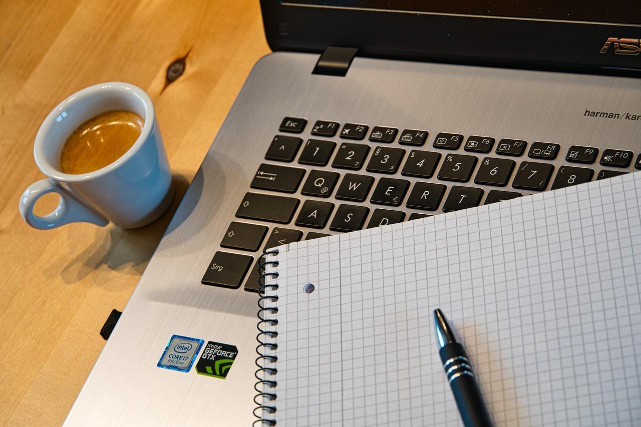 computador caderno dreamshaper